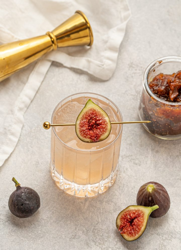 This fig jam and gin cocktail is simple and easy to make at home. It's fruity and refreshing.